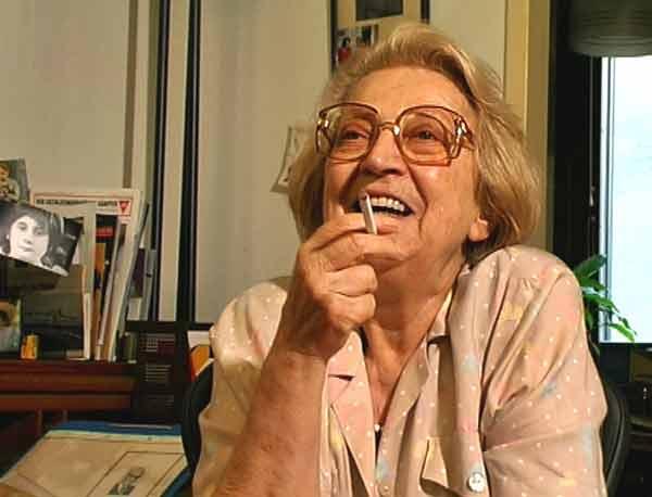 """Hilde Zimmermann 1999 bei einem Interview – Standbild aus dem Film """"Dagegen muss ich etwas tun"""" von Tina Leisch"""